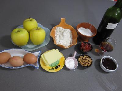 Ingrédients pour la recette : Pudding aux pommes et son coulis de framboises