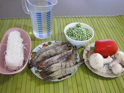Ingrédients pour la recette : Vermicelle de riz et crevettes en salade