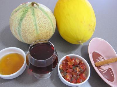 Ingrédients pour la recette : Macédoine de melon et pastèque au Porto