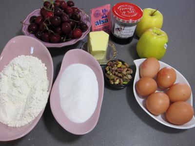 Ingrédients pour la recette : Pudding aux cerises et aux pommes