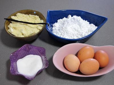 Ingrédients pour la recette : Macarons à la vanille