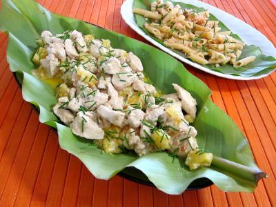 plat complet : Feuilles de bananier et son plat de blanc de dinde à l'ananas