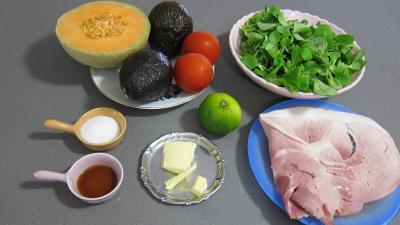 Ingrédients pour la recette : Mâche en salade et ses brochettes de jambon
