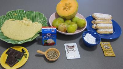 Ingrédients pour la recette : Trifles aux prunes et graines de tournesol