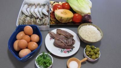 Ingrédients pour la recette : Encornets et gambas en salade