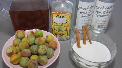 Ingrédients pour la recette : Liqueur de mirabelles au gin