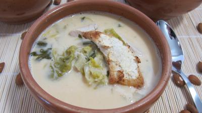 Soupe de poulet au lait d'amandes