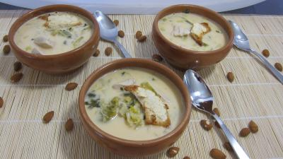 Recette Soupe de poulet au lait d'amandes et de noix de coco