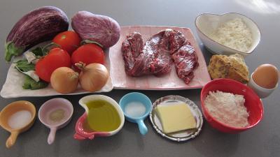 Ingrédients pour la recette : Crostinis d'aubergines et son concassé de boeuf façon Italienne