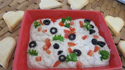 yaourt nature : Assiette de dip à la grecque et ses crudités