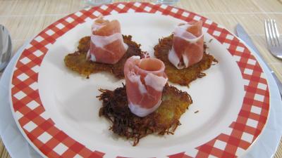 Image : Assiette de röstis de pommes de terre au jambon de Parme