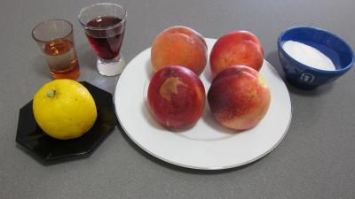 Ingrédients pour la recette : Granités aux nectarines et à la pêche