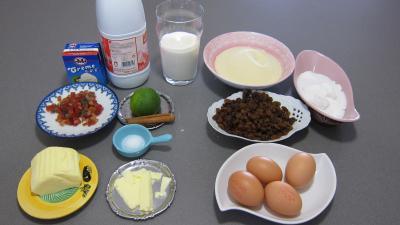 Ingrédients pour la recette : Gâteau de semoule au coulis de framboises