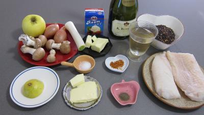 Ingrédients pour la recette : Loup de mer et sa sauce au champagne
